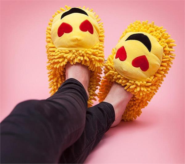 विंटर फैशन: स्टाइलिश के साथ कम्फर्टेबल भी... यहां देखिए Emoji Slippers के नए डिजाइन्स