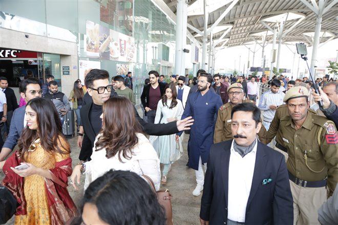 PunjabKesari,  रणबीर कपूर इमेज, रणवीर सिंह इमेज, प्रोटेक्टिव इमेज, एयरपोर्ट इमेज, पीएम नरेंद्र मोदी इमेज, आलिया भट्ट इमेज