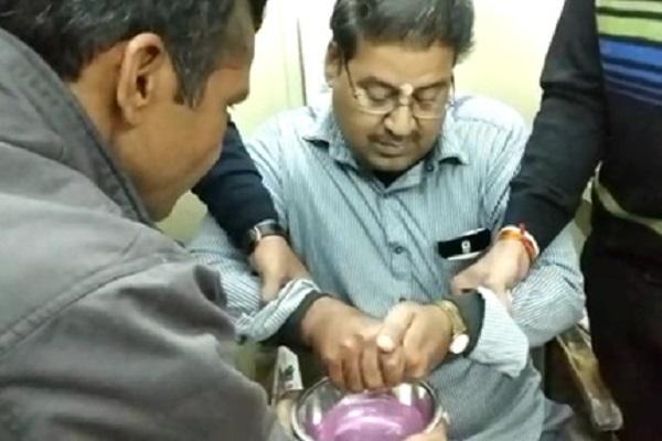 PunjabKesari, Madhya Pardesh Hindi News, Ujjain Hindi News, Ujjain Hindi Samachar, MP Housing Board, bribe, Clerk, Lokayukt Police