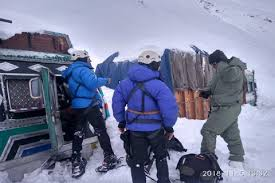truck drivers rescued by army in ladakh
