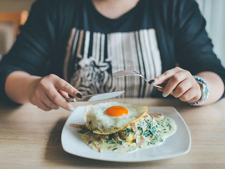PunjabKesari, Eating Egg Image, Healthy Food Image