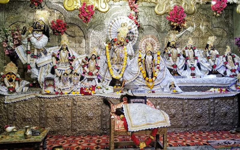 PunjabKesari, दामोदार मंदिर, दामोदार मंदिर वृन्दावन, Vrindavan Damodar Mandir, गिररज महाराज, Girraj Maharaaj, Girraj Shila Parikarima, New year 2021, Year 2021, Dharmik Sthal, Religious Place In India, Hindu Teerth Sthal, Dharm, Punjab kesari