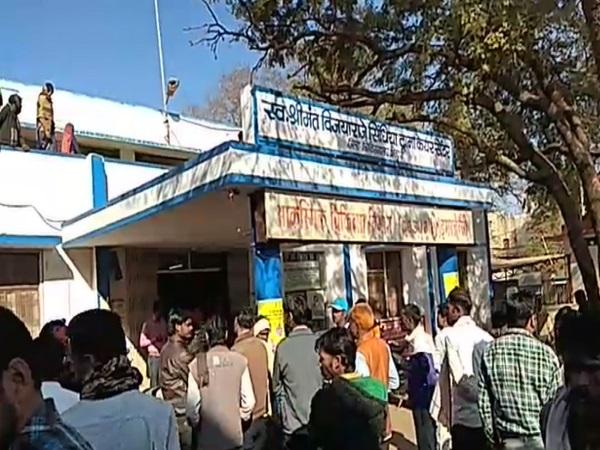 PunjabKesari, Madhya Pradesh News, Shivpuri News, District Hospital, Patient, Death, Body, Ants, Negligence, 5 Suspended, CM Kamal Nath, Minister Pradyuman Singh Tomar, CM Kamalnath