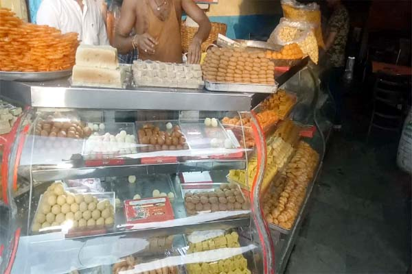 PunjabKesari, Sweet Shop Image