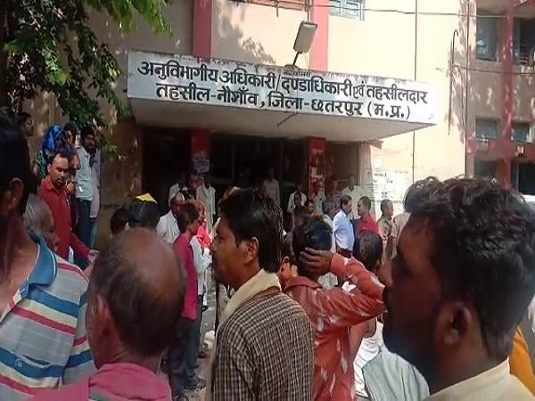 PunjabKesari, Madhya Pradesh News, Chhatarpur News, Fraud, Farmer, Suicide, Sulfas, Naogaon Campus, Tehsil Campus