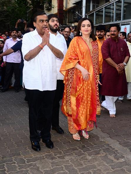 Bollywood Tadka, मुकेश अंबानी  इमेज,  मुकेश अंबानी  पिक्चर,  मुकेश अंबानी  फोटो,  नीता  अंबानी इमेज,  नीता  अंबानी पिक्चर, नीता  अंबानी फोटो, अनंत अंबानी  इमेज, अनंत अंबानी पिक्चर, अनंत अंबानी फोटो