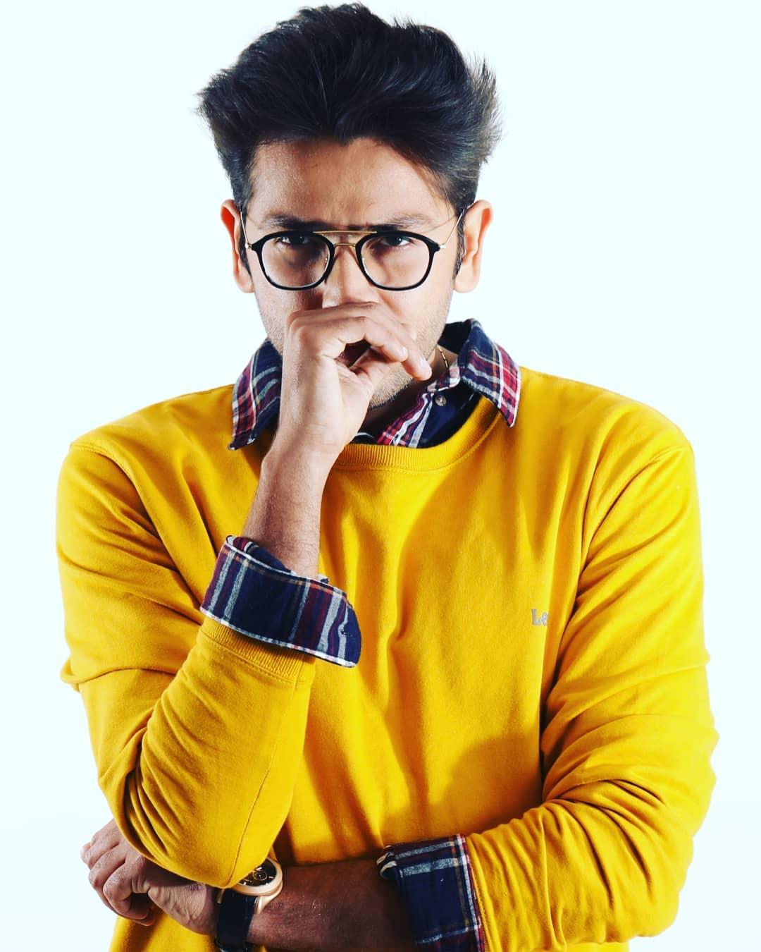 Bollywood Tadka,रोमिल चौधरी इमेज,रोमिल चौधरी फोटो,रोमिल चौधरी पिक्चर