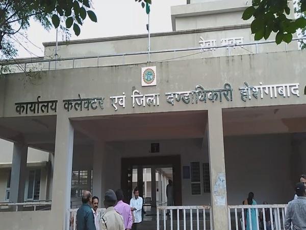 PunjabKesari, Collector SDM controversy, new diversion, investigation, commissioner, Hoshangabad News, Madhya Pradesh, Punjab Kesari