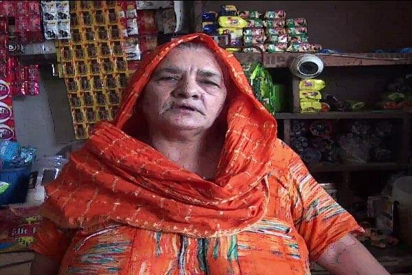 PunjabKesari, Elderly, lady, arrested, capture, picture