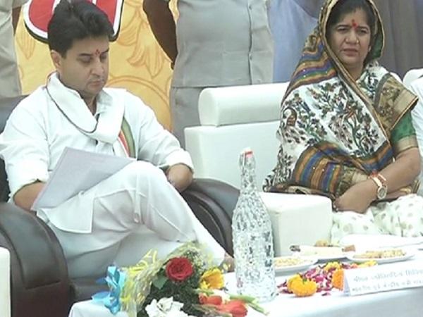 PunjabKesari, Madhya Pradesh News, Gwalior News, Congress, Jyotiraditya Scindia, adulteration, Health Minister Tulsi Silavat, against their own government