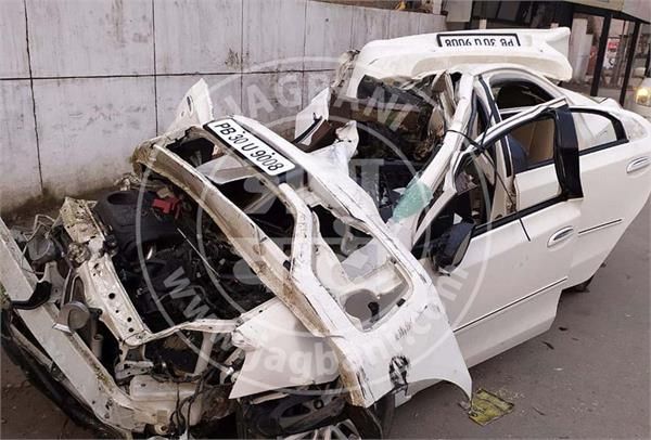 PunjabKesari, car collided with truck, father and son died