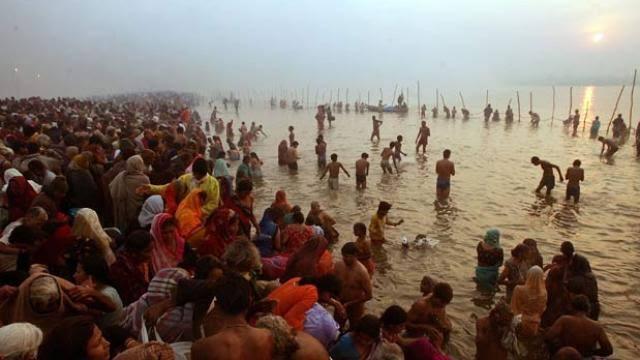 PunjabKesari, Narmada Ghats, Magh Sankranti 2020, माघ संक्रांति 2020, मकर संक्रांति, Makar Sankranti, Makar Sankranti, Surya Uttrayan, सूर्य उत्तरायण, माघ माह, माघ माह स्नान, Holy bath in magh month