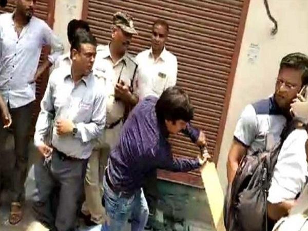 PunjabKesari, Madhya Pradesh, Punjab Kesari, Bhopal, BJP, Akash Vijayvargeeya, Notice, PM Modi, Indore, Corporal employee beating