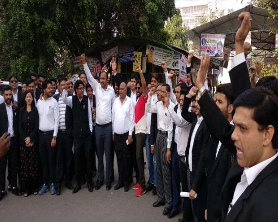 police vs lawyer delhi high court police lawyers social media