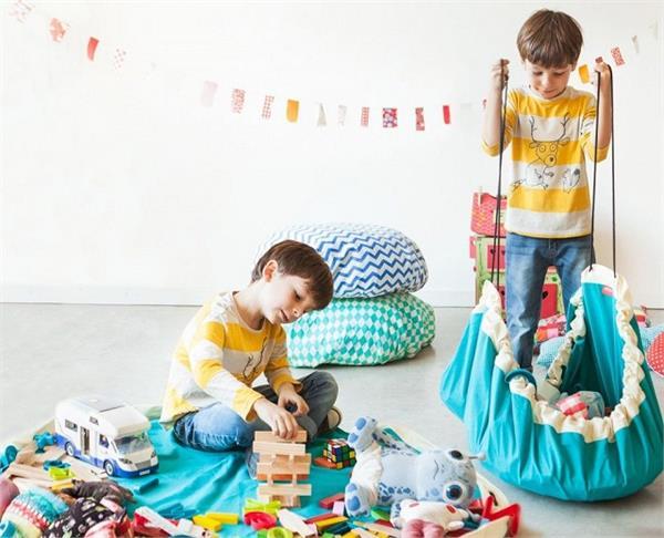 बच्चों के बिखरे खिलौनों को इन क्रिएटिव आइडियाज से करें स्टोर