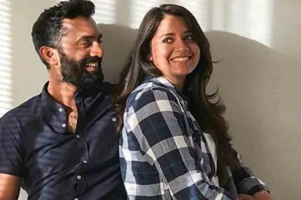 PunjabKesari, dinesh karthik photo, dinesh karthik wife photo, dipika pallikal photo