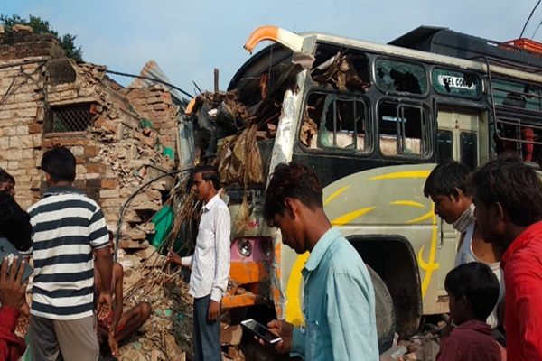 two different road accidents in madhya pradesh