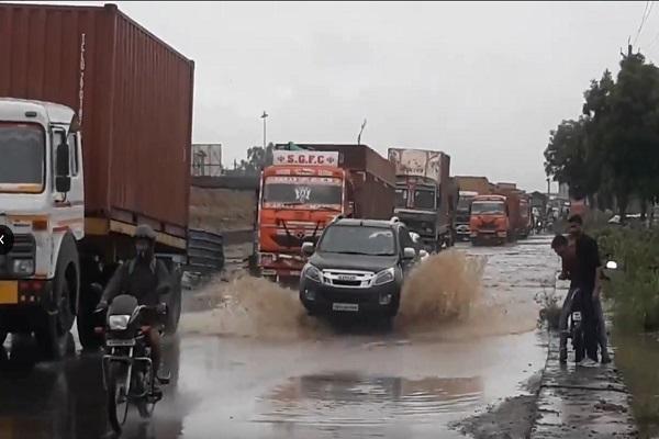 PunjabKesari, Rain, Kilometer, toll plaza, Road, Vehicle