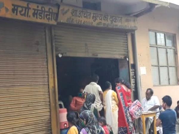 PunjabKesari, Madhya Pradesh, Raisen, Pradhan Mantri Kalyan Yojana, ration of poor, corruption