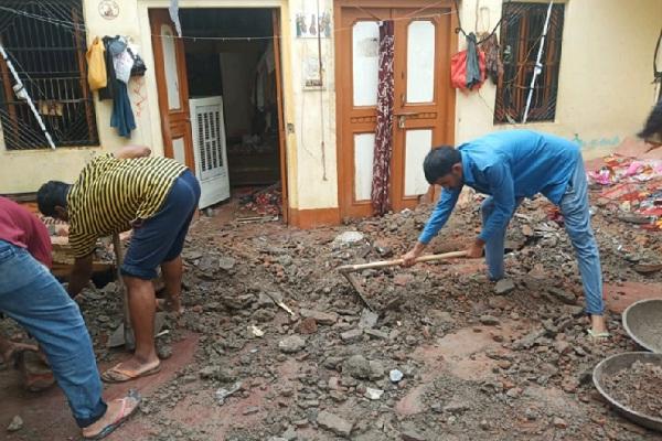 PunjabKesari, roof collapse