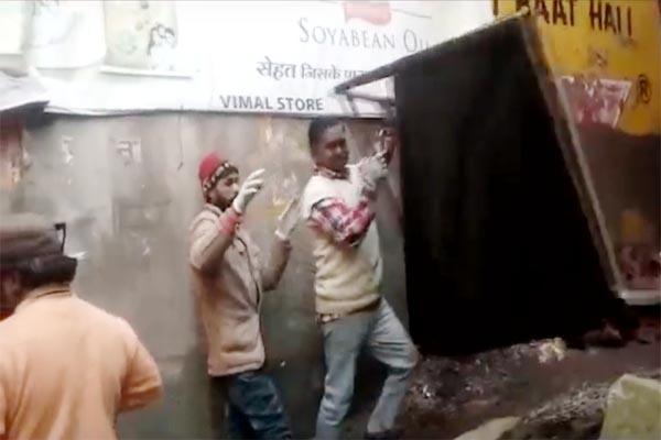 PunjabKesari, Hording Remove Image