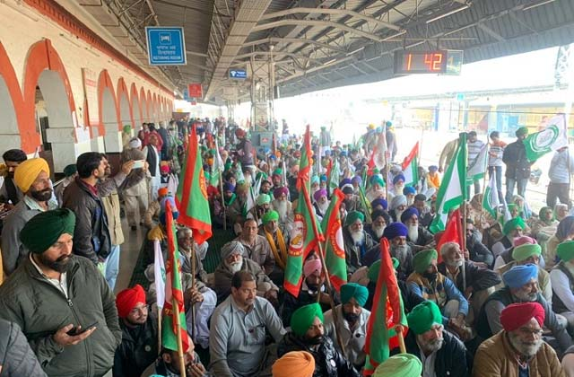 PunjabKesari, rail roko andolan protests at 50 places these trains stopped