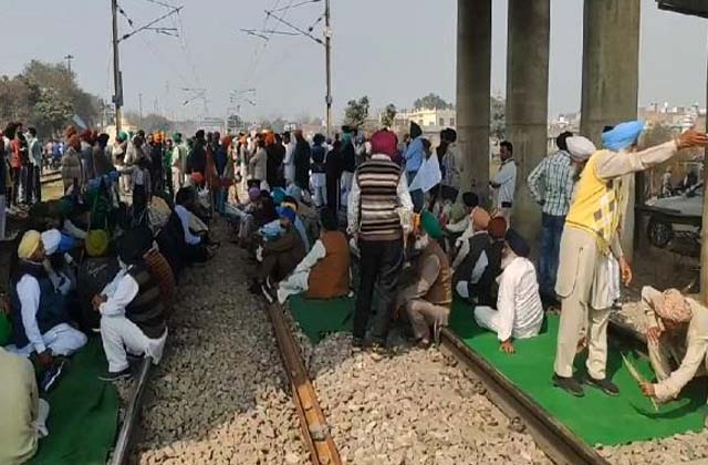 PunjabKesari, rail roko andolan protests at 50 places these trains stopped
