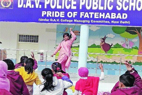 PunjabKesari, constable, latest news, dancer, World, Guinness, book, limka