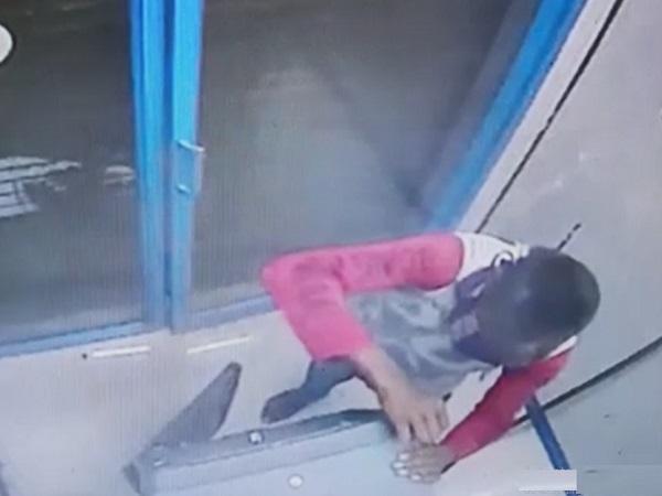PunjabKesari, Canara Bank ATM, thieves, bank robbery, CCTV, Police, Bank Manager, Sendhwa, Barwani, Madhya Pradesh, Punjab Kesari
