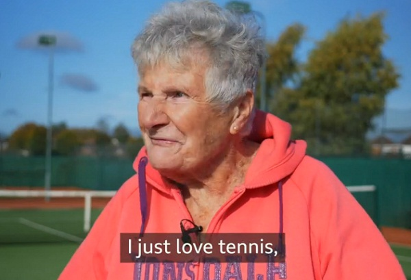 Pat Stephenson celebrates 90th birthday by playing on tennis court