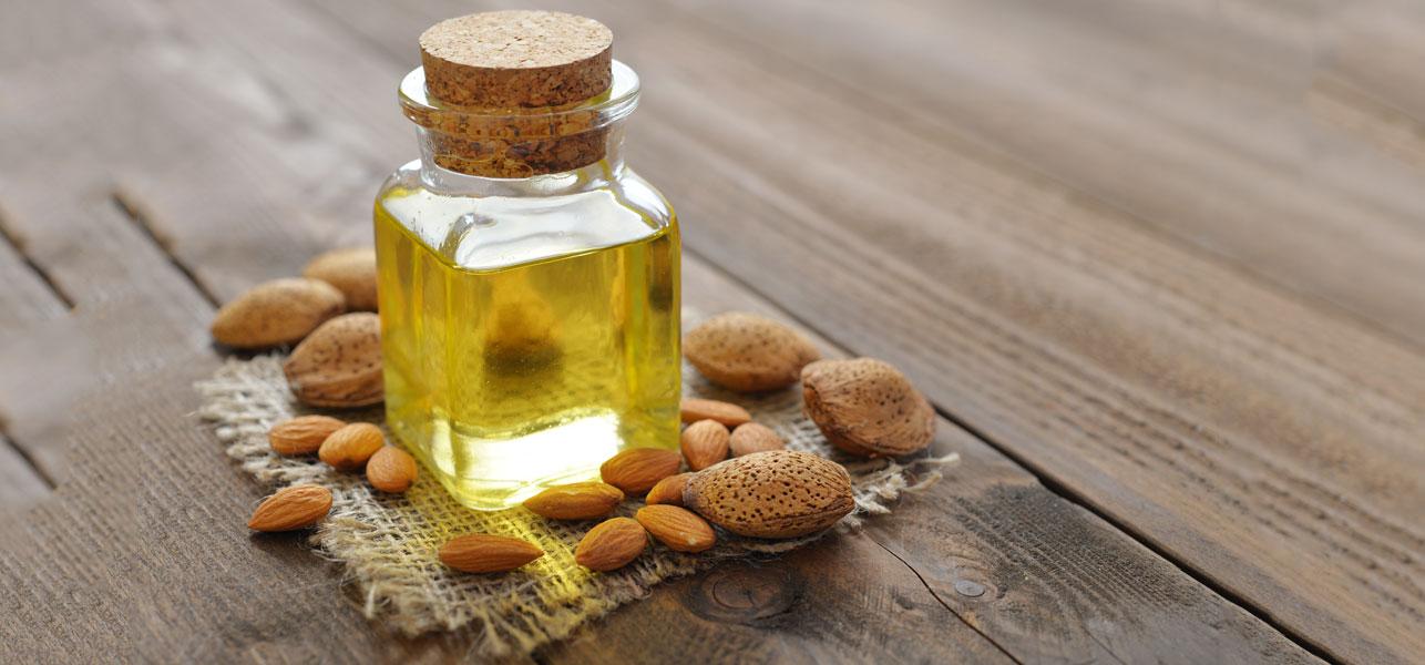 PunjabKesari, Nari, Almond Oil images