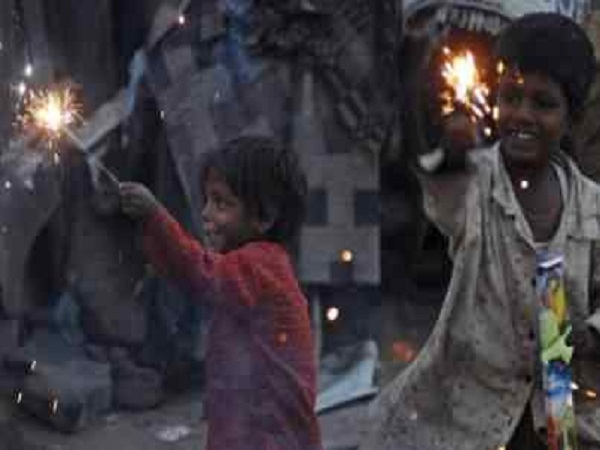PunjabKesari, Madhya Pradesh News, Bhopal News, Congress, Kamal Nath Government, Diwali of the poor, clothes, sweets, Cabinet Minister PC Sharma