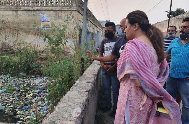 PunjabKesari, Nimisha raised the issue of garbage