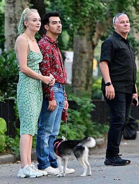 Bollywood Tadka, जो जोनस इमेज,जो जोनस फोटो,जो जोनस पिक्चर, सोफी टर्नर इमेज,सोफी टर्नर फोटो, सोफी टर्नर पिक्चर