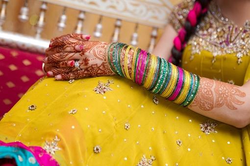 PunjabKesari, पीली कांच की चूड़ियां, Yellow bangles