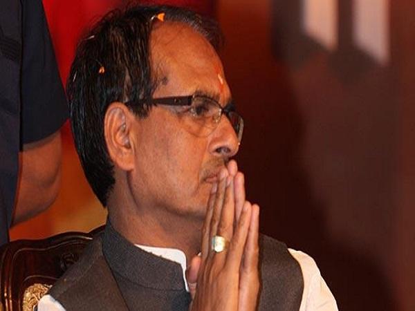 PunjabKesari, Madhya Pradesh News, Guna News, Congress, BJP, fake labor card, Labor Minister Mahendra Sisodia