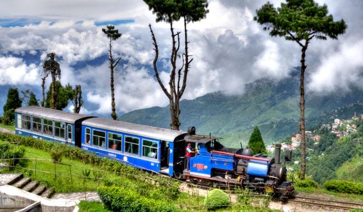 PunjabKesari, Nari, Toy train Image, Darjeeling Himalayan Railway Image