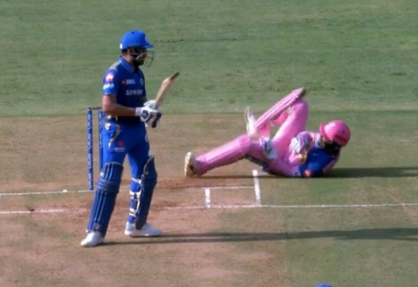 IPL 2019 : Footy skills that saved Rohit's wicket!