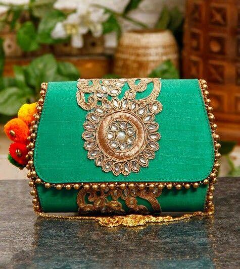 PunjabKesari, Best Clutch bags Image,बेस्ट क्लच बैग इमेज