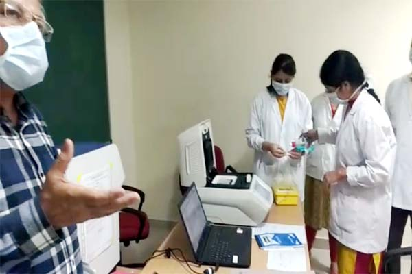PunjabKesari, Microbiology Lab Image