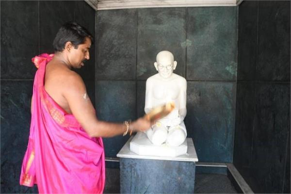 भारत का ऐसा मंदिर, जहां भगवान की तरह पूजे जाते हैं Mahatma Gandhi