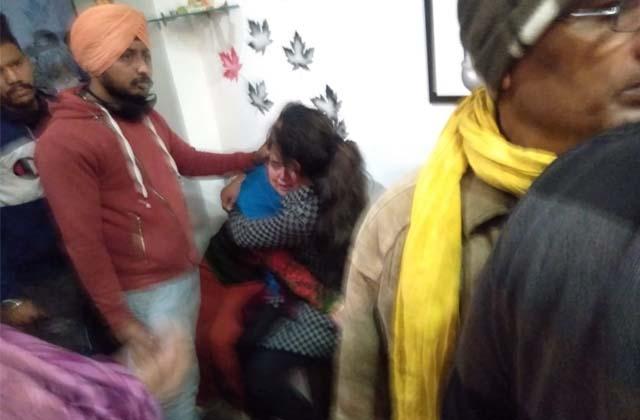 PunjabKesari, firing in salon youth died on the spot