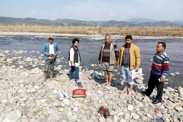 PunjabKesari, SDM with Team Image