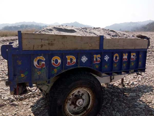 PunjabKesari, Tractor Trolley Image
