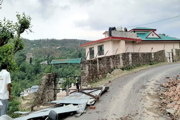 PunjabKesari, Damage Roof Image