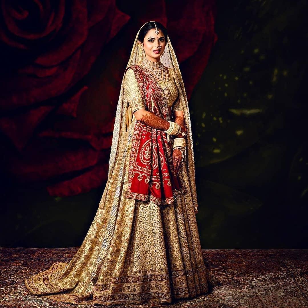 PunjabKesari, Nari, Isha Ambani wedding lehenga Image, White Wedding dress