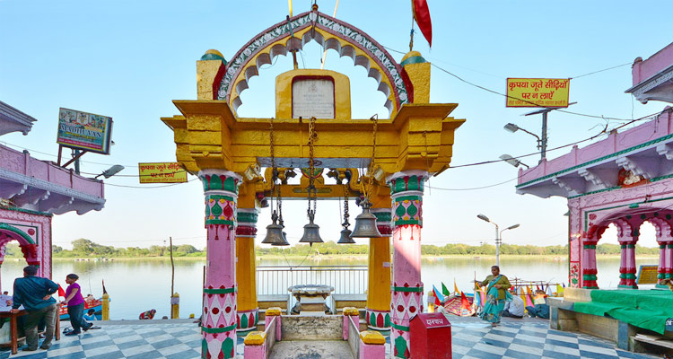 Punjab kesari, Yam yamuna, Mathura, Temple, History, Brother Sister temple, Raksha Bandhan, Mathura Nagri, Yama, Yamraj, Yama and Yamuna temple, Yam and yamuna Temple in mthura, Dharmik Sthal, Religious Place In India, Hindu Teerth Sthal, हिंदू धार्मिक स्थल