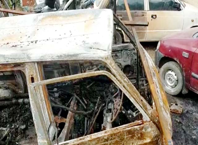 PunjabKesari, Burned Vehicles Image