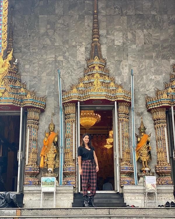 Bollywood Tadka, Sunny Leone In Temple