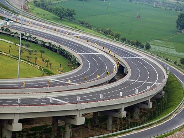 PunjabKesari, Madhya Pradesh, Chambal Progress Way, Chambal Expressway, Chambal, Jyotiraditya Scindia, Shivraj Singh Chauhan, BJP, Nitin Gadkari, National Highway, NHAI